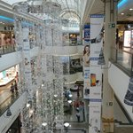 Die Mall mit Weihnachtsschmuck