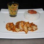 Crevettes Nosy Be, rougail tomates et achards maison