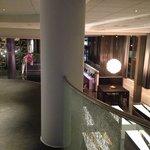 Mot lobbyen med restaurant fra messaninen