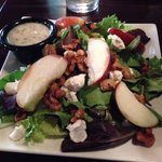 Candied walnut and goat cheese salad