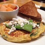 Goat cheese, spinach, tomatoes omelette