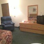 Handicap accessible queen room with recliner