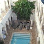 Patio interior piscina