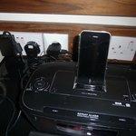 Un chargeur I phone et une prise 220V!!!
