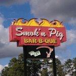 Smokin Pig BBQ sign