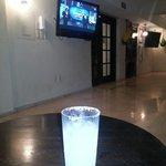Una bebida en el bar náutico para disfrutar de los deportes.