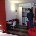 Camera con angolo cucina a scomparsa