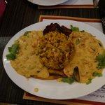 el plato se llama moros en la costa, mejillon, camarón y calamar