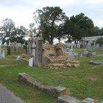 Полуразрушенные надгробия