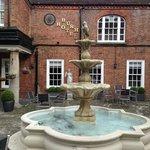 дворик с фонтаном