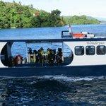 NADのダイビングボートの1つ