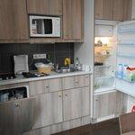 Espace cuisinette - Micro-ondes, lave-vaisselle, réfrigérateur