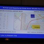 空港との位置関係・気温・シャトルバス案内板