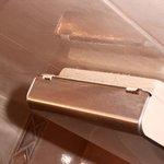 Porte mouchoirs avec une poussière qui date, au vu de l'épaisseur !