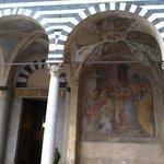Duomo di Pistoia, esterno, particolare