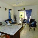 Petit paradis living room