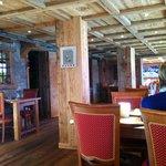 Salle à manger, vieux bois et ambiance cosy