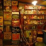 oude blikken in het Nostalgisch museum Nobel