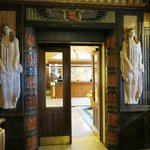 Der Blick auf die Reception im Art Deco Hotel Imperial