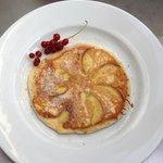 Frühstücks Pfannekuchen mit Äpfel