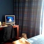 Zimmer 4.Etage, Schreibtisch und TV