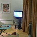 lcd tv, dvd & cd player