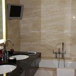 Banheiro com TV