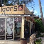 Cigar Shop. Sehr gute Zigarren die man vorher probieren kann. 10 Minuten vom Secrets entfernt am