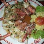 Steam prawns in garlic