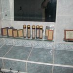 Complementary toiletry array