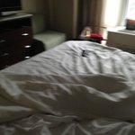 cama sin hacer por la tarde