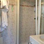 salle de douche chambre 403