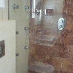 badkamer met inloopdouche (jetstralen werkten helaas niet)