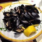 Fresh mussels in white-wine garlic sauce.
