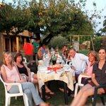 Nosotros disfrutando de la cena al aire libre