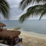 el mar caribe bello como siempre, las playas muy limpias