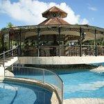 bar de la piscine près des bungalows