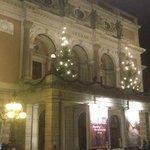 Опера, фасад здания