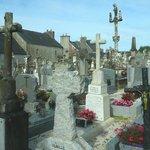 Centre Historique de Locronan: Locronan: Francia: cimitero celtico