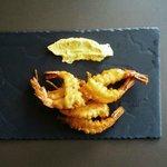 Langostinos en tempura con mayonesa de curry