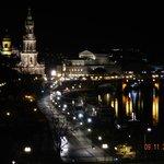 Blick Richtung Frauenkirche bei Nacht