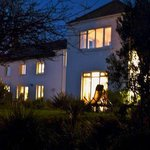awelon - Manorbier Bed and Breakfast at night