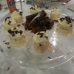 Mini meringate e torta caprese