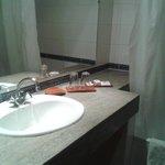 Bathroom Sink & Amenities