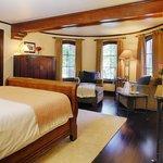 Room 4 Livorno Applewood Inn