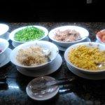 vaarias ensaladas en buffet cena