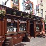P Flannerys Bar