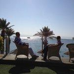 Отдых в креслах с видом на залив (территория отеля)