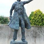 Памятник В.И. Ленину у Театра Героев