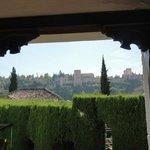 главная интрига ресторана - вид на Альгамбру